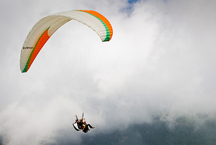 Tandem Flights with a Paraglider pilot in Bulgaria | www sky-camp com
