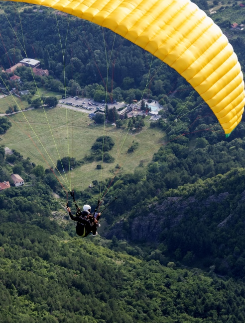 Tandem flight with a paraglider